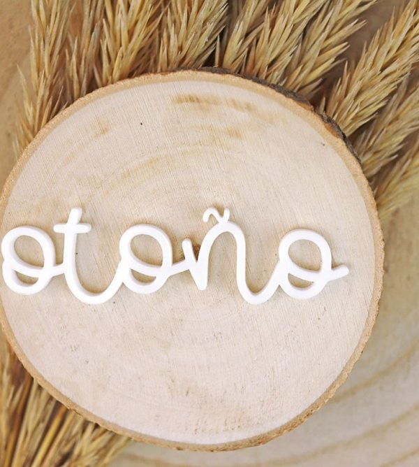 adorno palabra otono en metacrilato blanco
