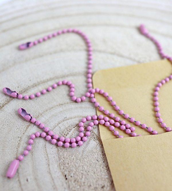 cadena de bolitas en rosa bebé