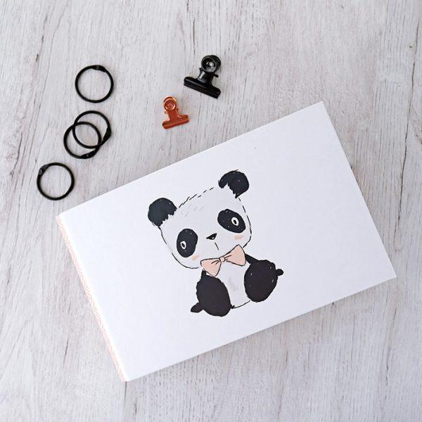 """Carpeta 4x6"""" Pequeño Panda de la colección del mismo nombre"""