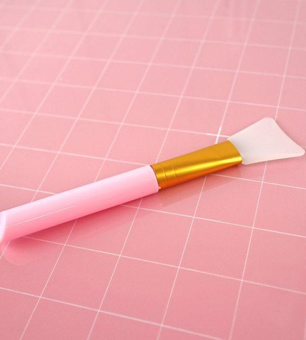 espatula de silicona en rosa para mix media